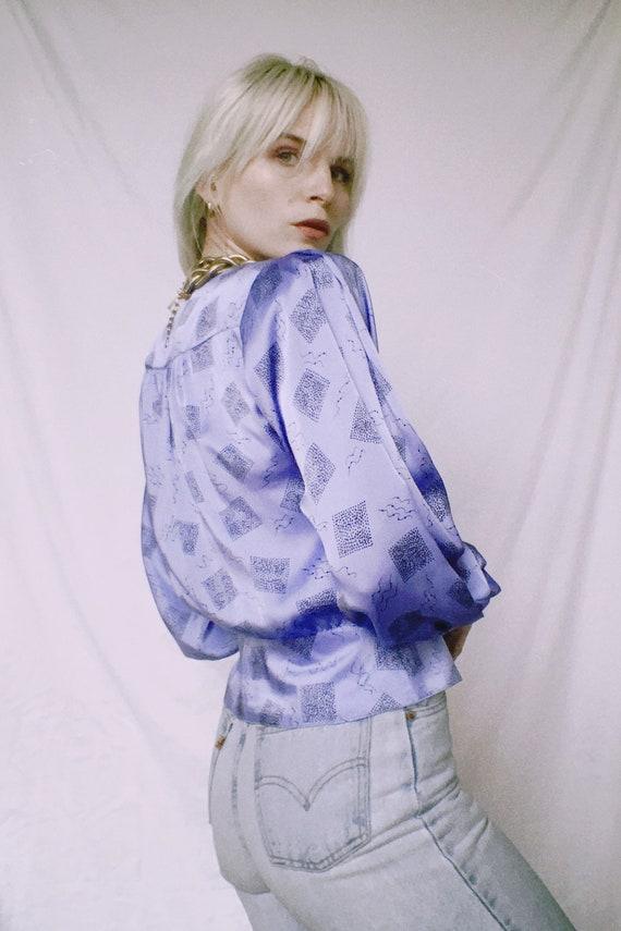 Vintage 80s | Lilac Printed Satin Blouse - image 2