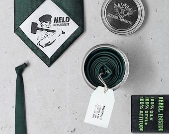 "Silk tie with ""hero of work"" dark green"