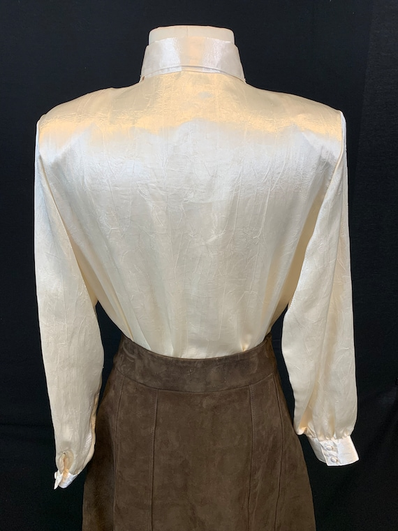 Romantic satin and lace blouse - image 4