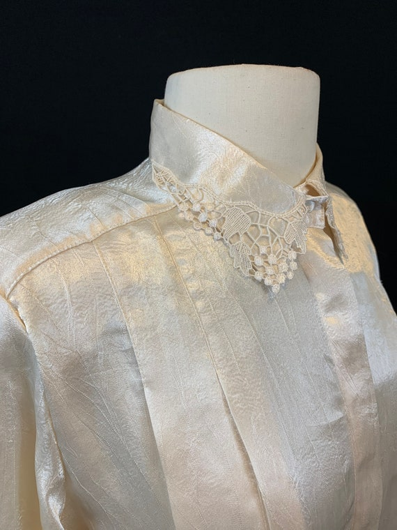 Romantic satin and lace blouse - image 2