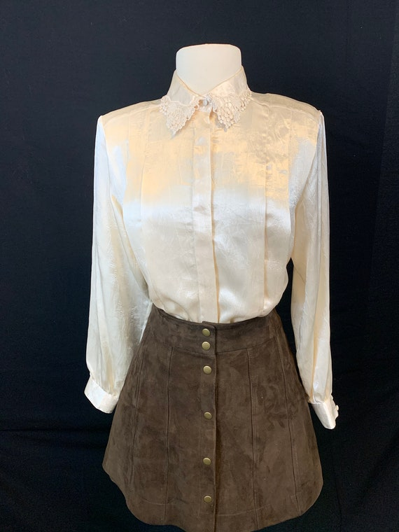 Romantic satin and lace blouse - image 3