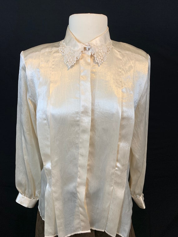 Romantic satin and lace blouse - image 7