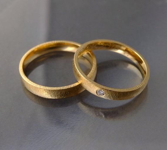 Goldene Hochzeit Ringe Diamant Ring Mit Einem Etwas Rundes Profil Gebürstete Oberfläche