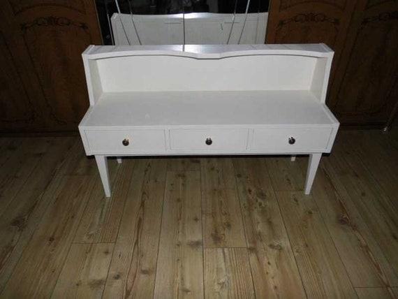 super praktische Sitzbank in weiß, Schlafzimmer