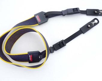 CameraHANDSCHLAUF KAMERAtrageLoop Black 19 cm Plastic braided with camera fastening
