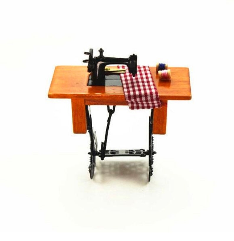 Miniature sewing machine Dollhouse miniatures Dollhouse decoration Miniature dnd Dollhouse miniature artisan Photography props