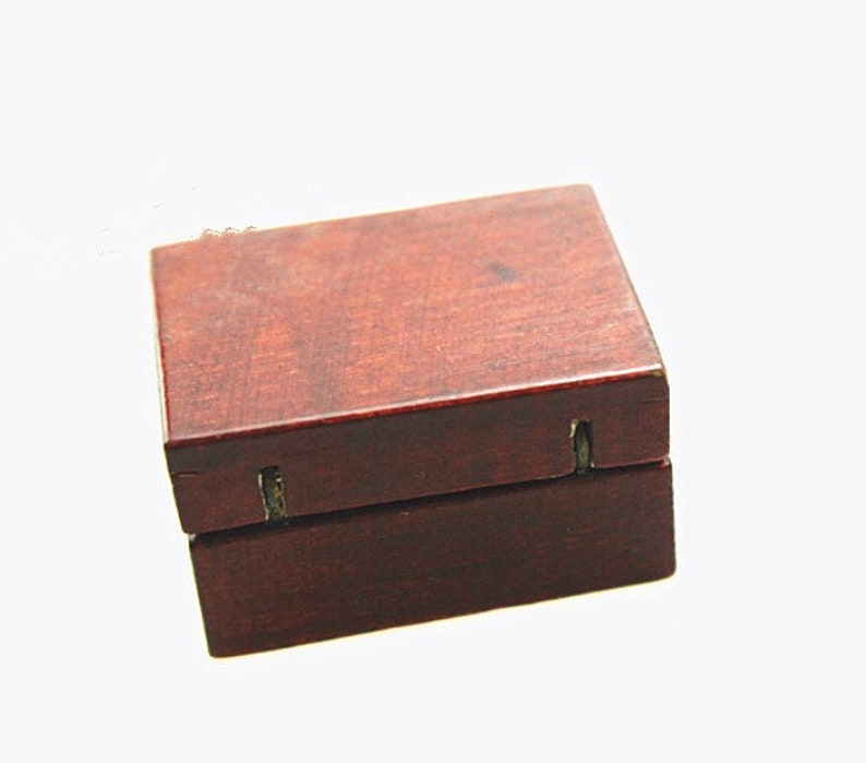 Miniature medical box Miniatures Dollhouse miniatures Dollhouse decoration Miniature dnd Dollhouse miniature artisan Photography props