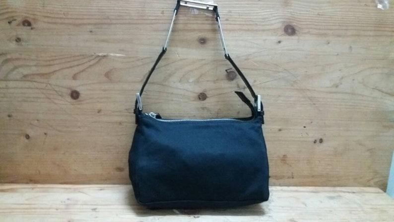 336442536282 Fendi Baguette shoulder handbag