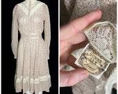SALE Vintage 1970 s calico floral Gunne Sax dress, size xs