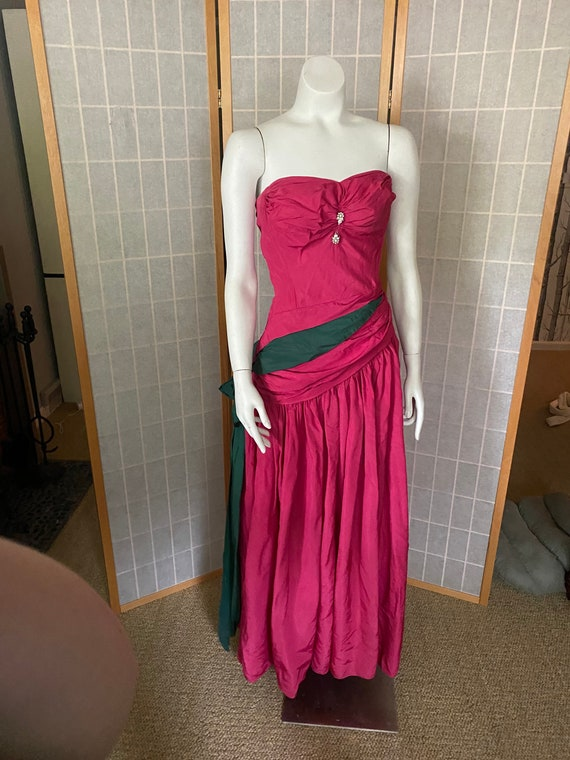 Vintage 1940's hot pink strapless taffeta ball gow