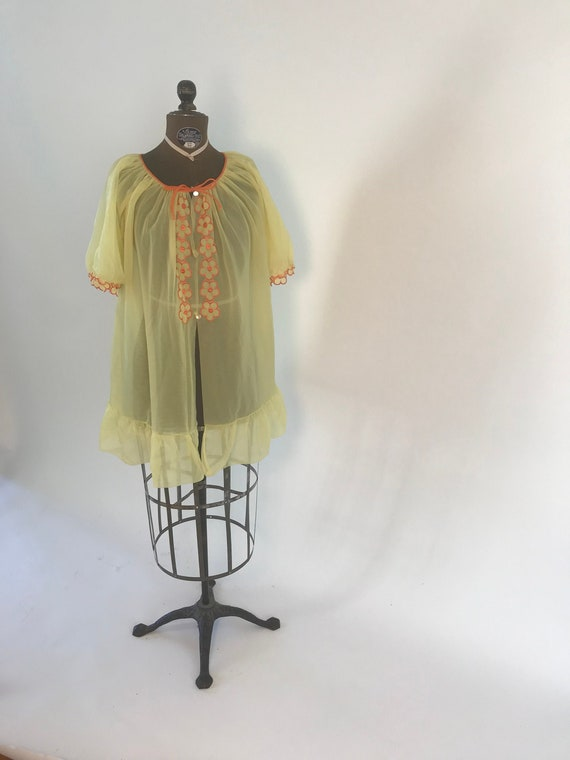 Vintage 1960s short yellow and orange sheer bed ja