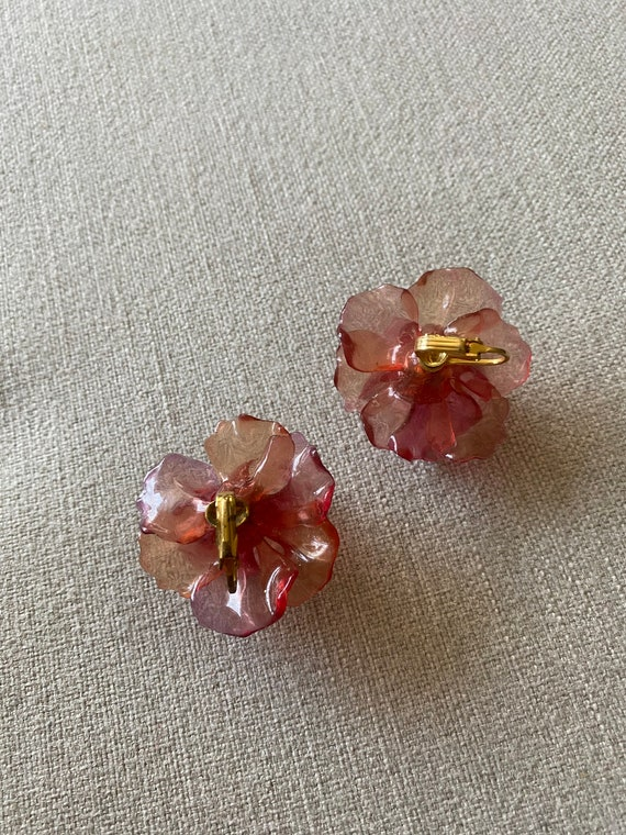 Vintge 1960's Pink Plastic Flower Clip On Earring… - image 2