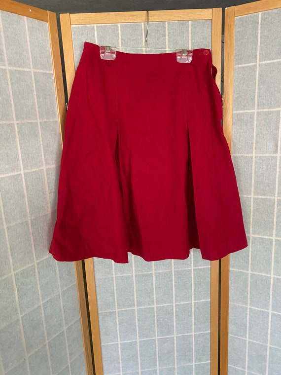 Vintage 1940's red wool pleated skirt, Banner spor