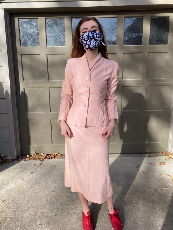 Vintage 1940's 1950's light pink fitted blazer and