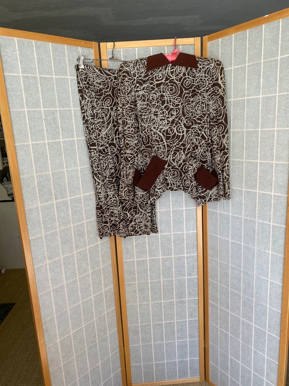 Vintage 1940's brown and white swirly pattern fitt