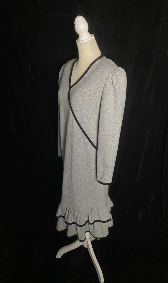 Vintage 1980's gray and black shift dress, size l… - image 4