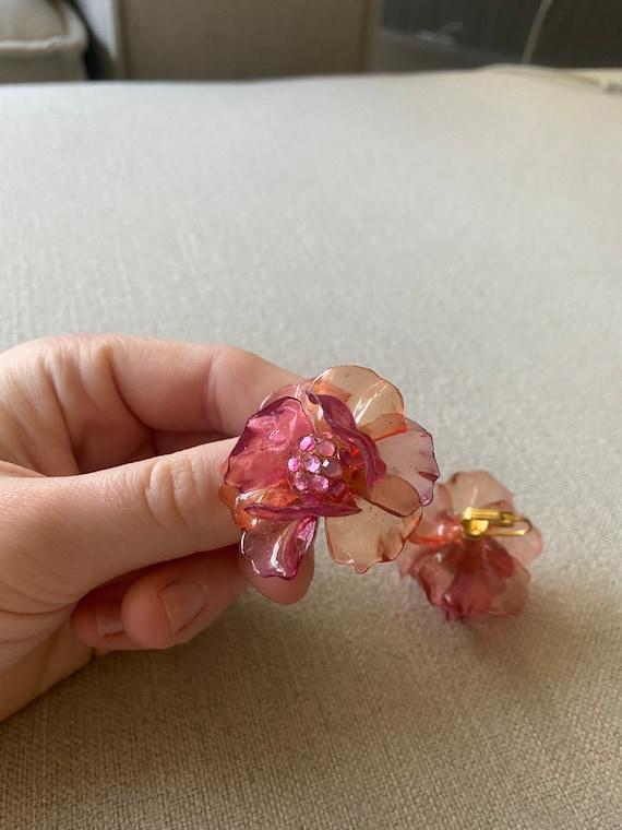 Vintge 1960's Pink Plastic Flower Clip On Earring… - image 1
