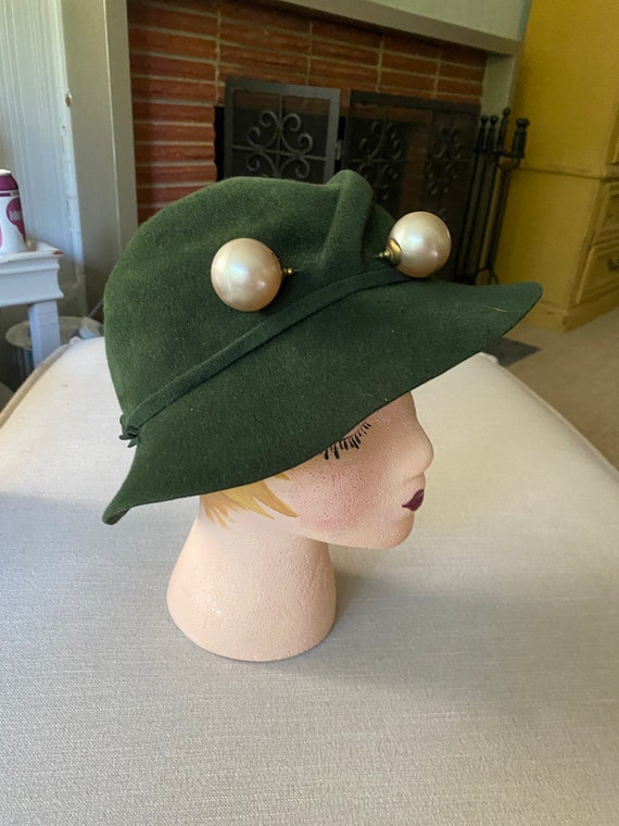 Vintage 1940's Green Wool Felt Hat With Latge Pear