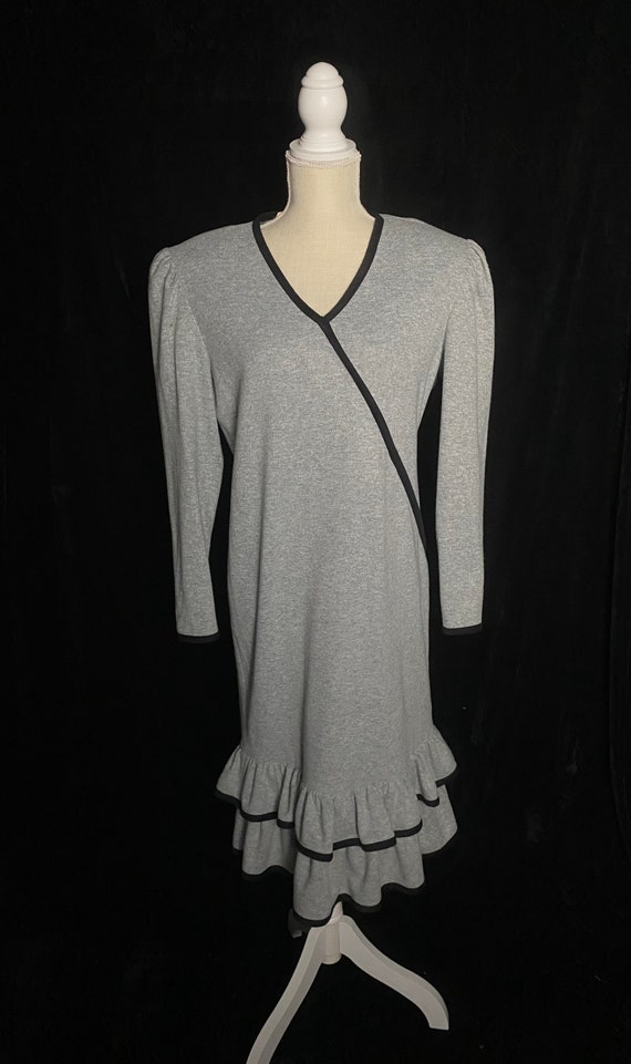 Vintage 1980's gray and black shift dress, size l… - image 2