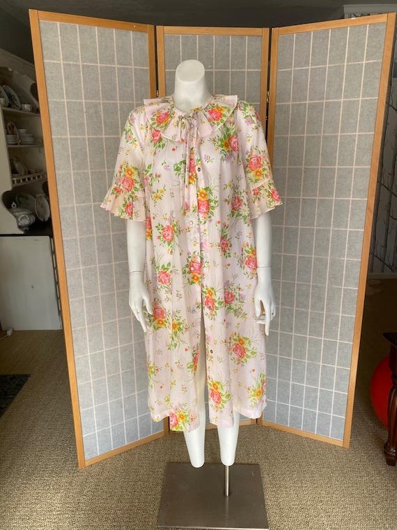 Vintage 1960's pink floral house coat, house dress