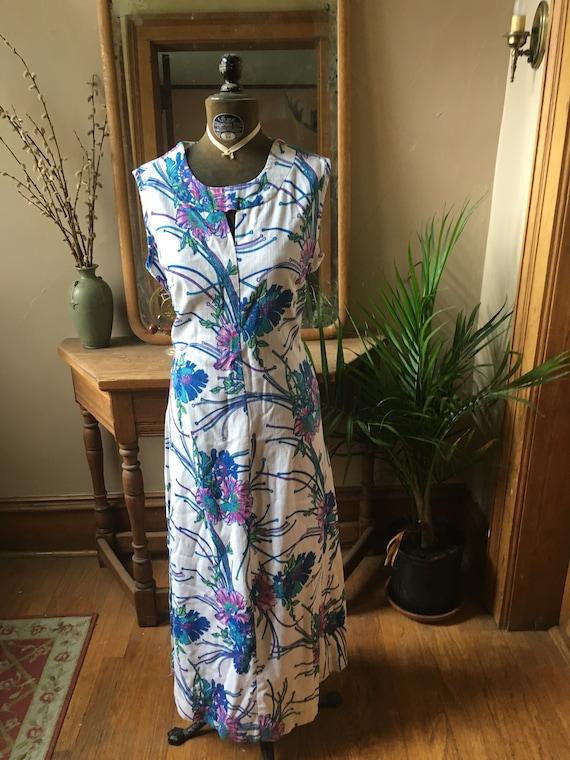 Vintage White and Blue Keyhole Dress