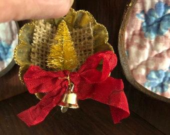 Small Christmas Tart Tin Ornament bottlebrush tree, rustic ornament shabby chic christmas