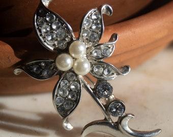 Vintage Silvertone Faux Pearl and Rhinestone Flower Brooch