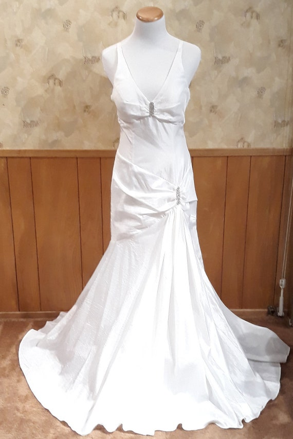 NEW Elegant Bridal Dress
