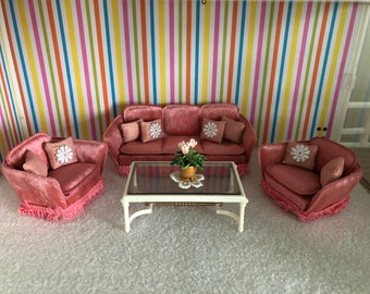 Lundby pink sofa set with 8 pillows and flowers (1:18)