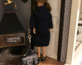 A dark blue dress with a hat and a black bag for Lundby doll (1:18 doll not included)