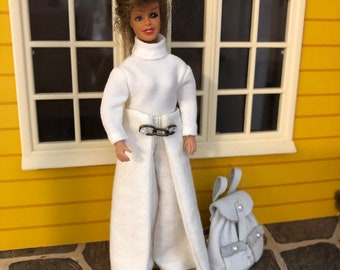 A Lundby doll with her outfits (1:18)