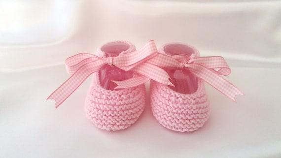0dcf6d3dd2f Patucos para bebé niña en lana Zapatos bebé niña con lazo
