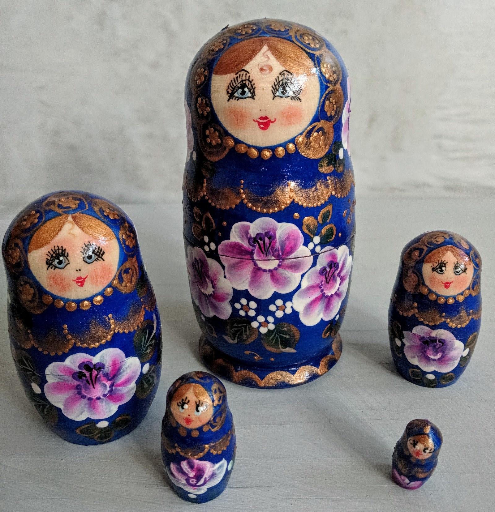 10 Wooden Russian Nesting Babushka Matryoshka Girl Dolls Set Hand Painted