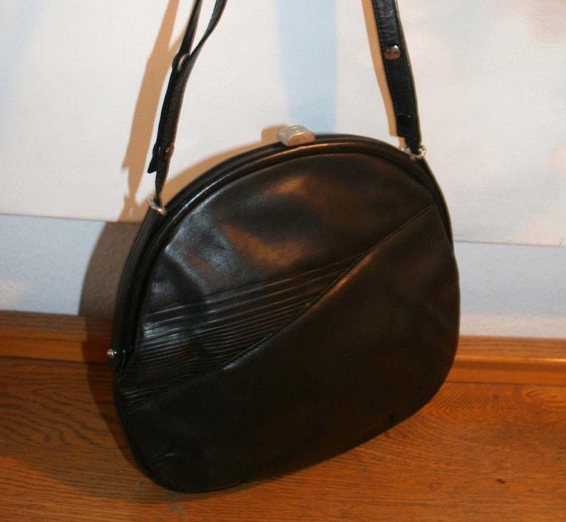 4408a85e4c5de Goldpfeil Tasche schöne Vintage Handtasche Leder schwarz