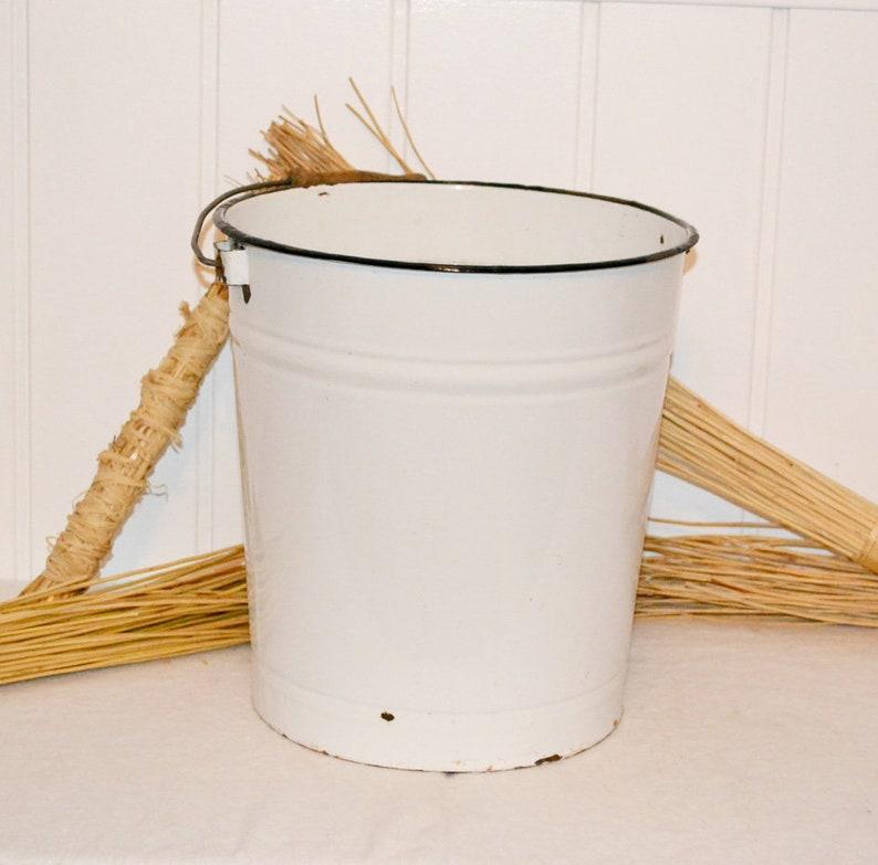 Enamel bucket in white vintage country house Enamel bucket shabby decoration garden garden flower pot flowers Plant Pot Rustic
