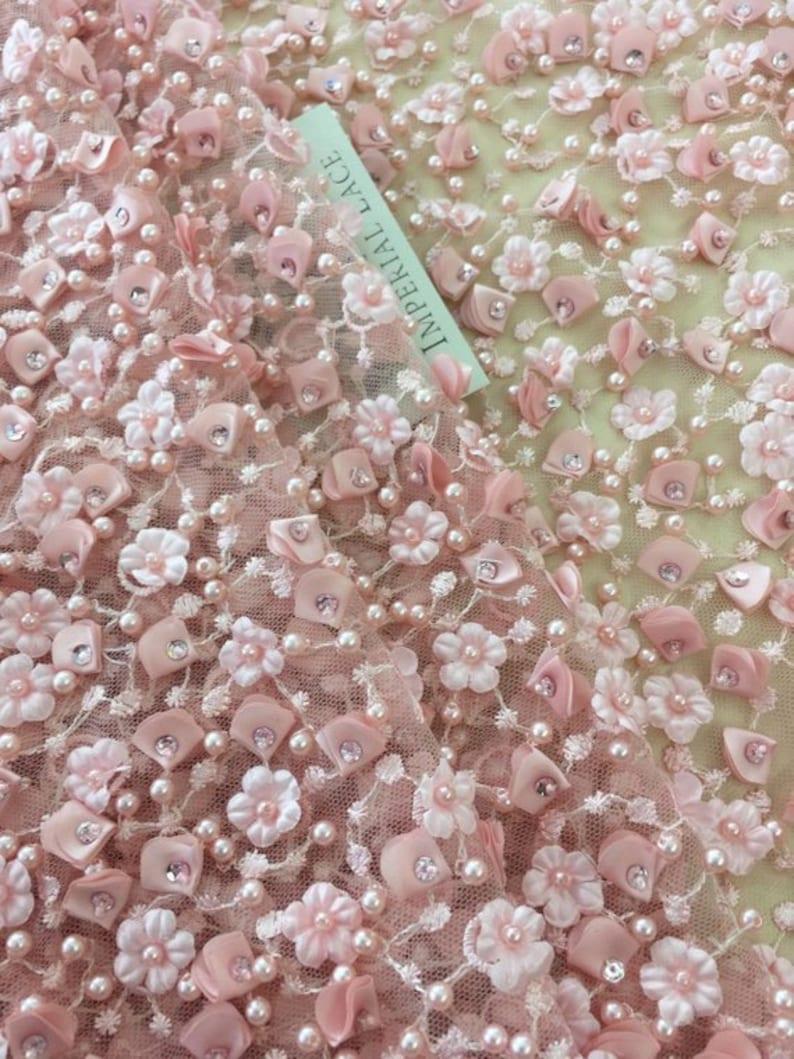 cb123953cf Tessuto 3D pizzo rosa di lusso fatto a mano perle 3D fiori image 0 ...