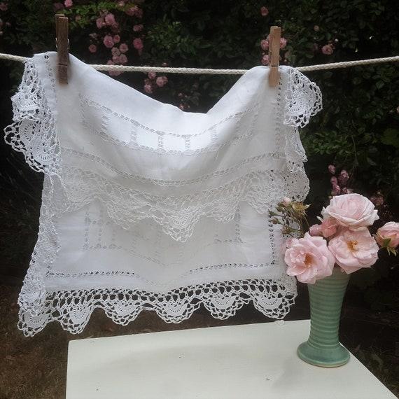 Antique Vintage fin lin et Lacework Nightware, Lingerie ou Smalls cas mettant en vedette Drawn Thread et détails en dentelle au Crochet