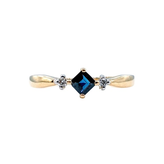 Simple and Elegant Sapphire and Diamond Ring