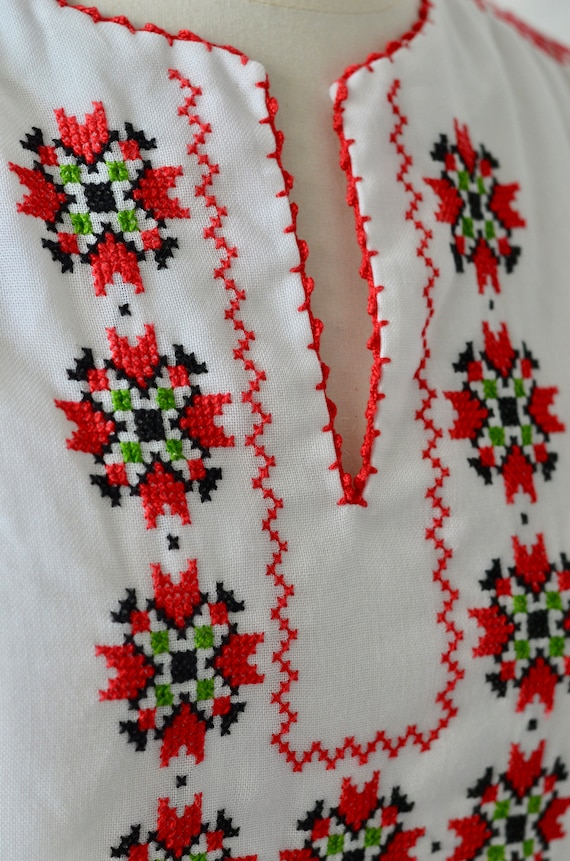 Vintage Hungarian Embroidered/Crochet Blouse - Whi