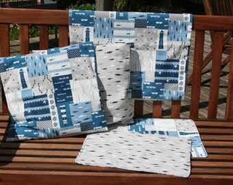 Cushion covers, 2 different motifs, 40x40 and 50 x 50 cm, matching turned table sets, padded