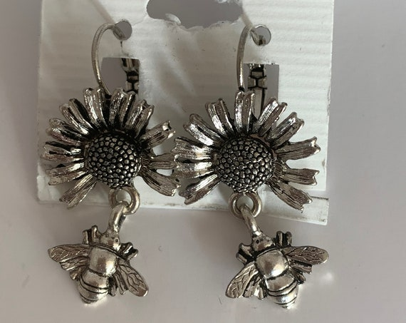 Bumblebee On a Sunflower Earrings, Super Cute Vintage Silver Tone Bee Bug and Flower Dangles