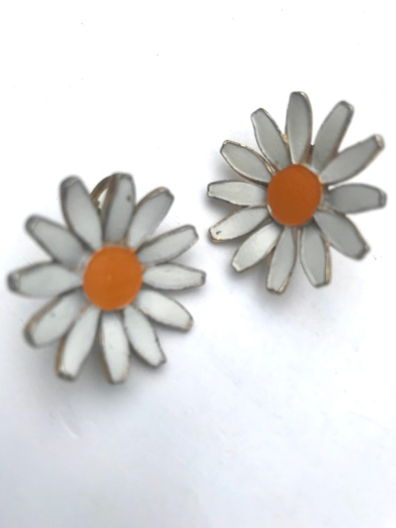 Classic Daisy Earrings, 60s Flower Power, Vintage Clip ons for any Ear, Trending Preppy Cottage Fashion