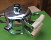 Small waffle iron with hot appliance plug, squirrel iron, 50s kitchen appliance