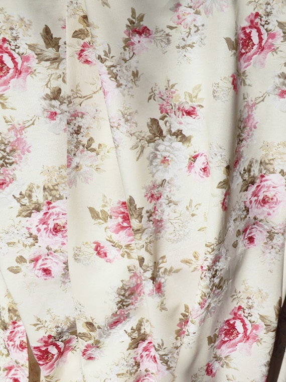 """5 Metres Pink /& Cream /""""Blossoms/"""" Floral Printed Summer Dress fabric."""
