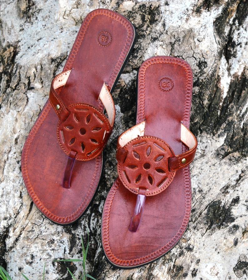 b7a5400531bd4 Party Wear Brown Strap Handmade Women Leather Sandal Ladies Sandal Girls  Flip Flop Indian Dress Shoe