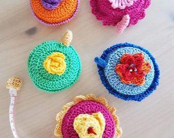 Crocheted tape - self-rolling