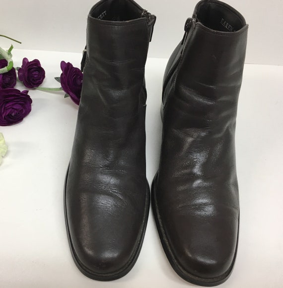 90s Brown leather ankle boots size 8 M - image 4