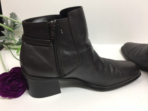 90s Brown leather ankle boots size 8 M - image 2