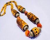 Vintage geschnitzt E-Bone Halskette Stein & Metall Silber Perlen, Tribal Halskette handgemachte Perlen braun Silber