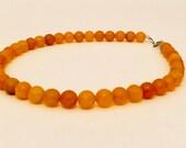 Womens Halskette, Golden Jade Stein Schmuck, Perlen Halskette Schutz Stein Geschenkidee für Frau Schwester Mutter und Freund